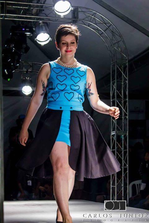 Ana Luíza Daibert, com um dos visuais inspirados em Sabrina. Foto: Carlos Júnior